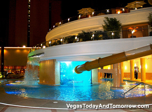 Vegas today and tomorrow golden nugget 39 s future for Hotel avec piscine interieur